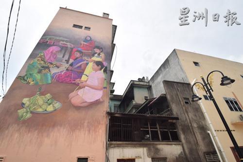 """中国侨网""""四族孩子齐学习包裹马来饭团""""巨型壁画。(马来西亚《星洲日报》)"""