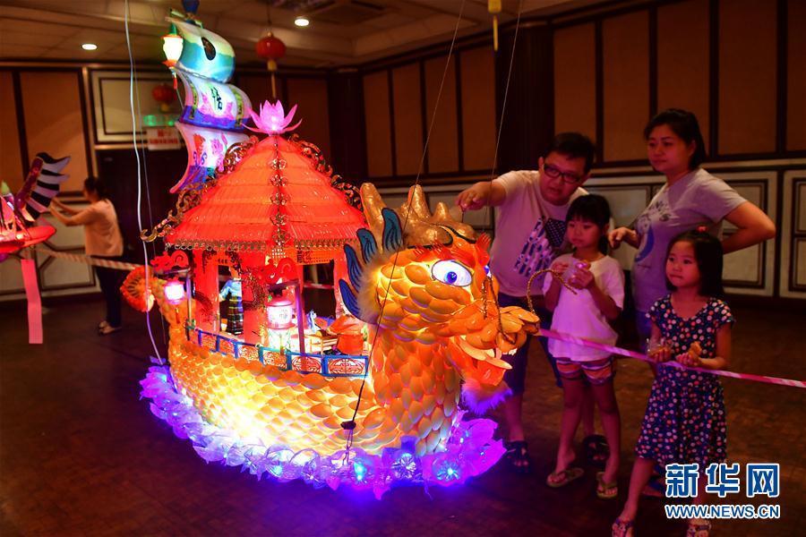 (国际)(1)马来西亚华人欢度中秋节