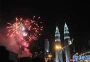 吉隆坡以煙花噴泉迎接新年到來